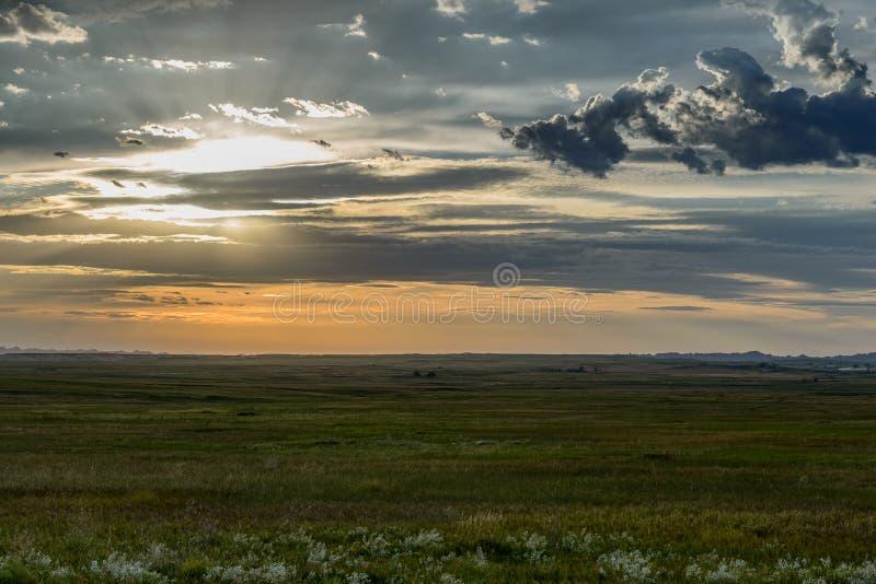 Coucher du soleil sur les plaines photo stock