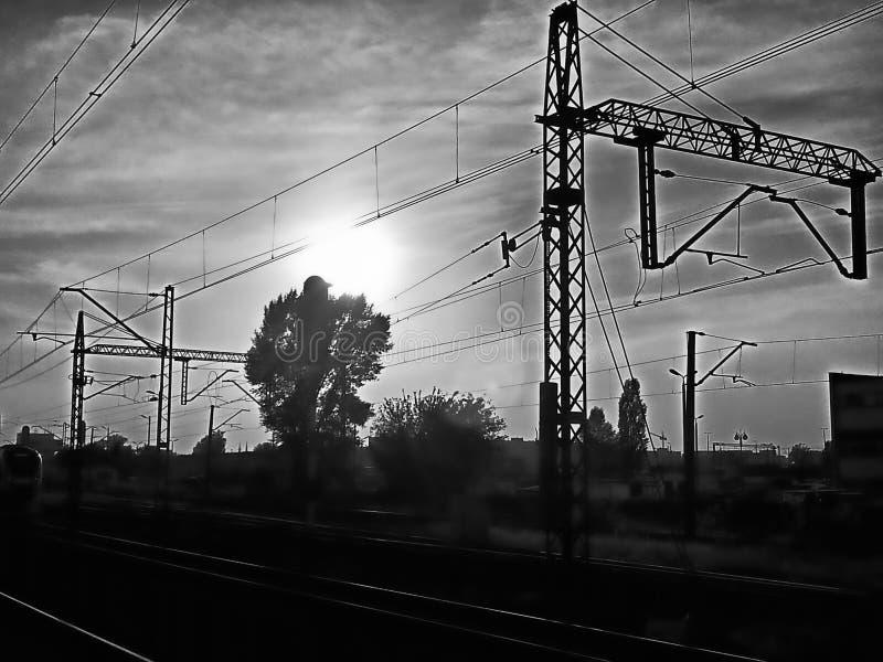 Coucher du soleil sur les voies photos libres de droits