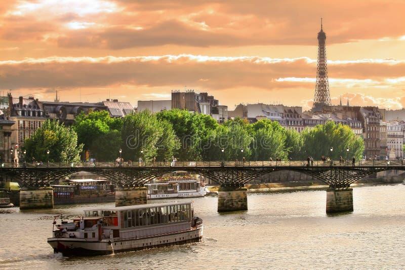 Coucher du soleil sur Seine. image stock