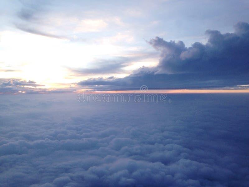 Coucher du soleil sur un avion à réaction photos libres de droits