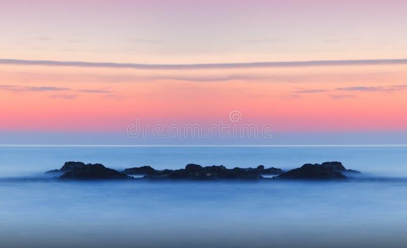 Coucher du soleil tranquille rêveur de paysage marin image libre de droits