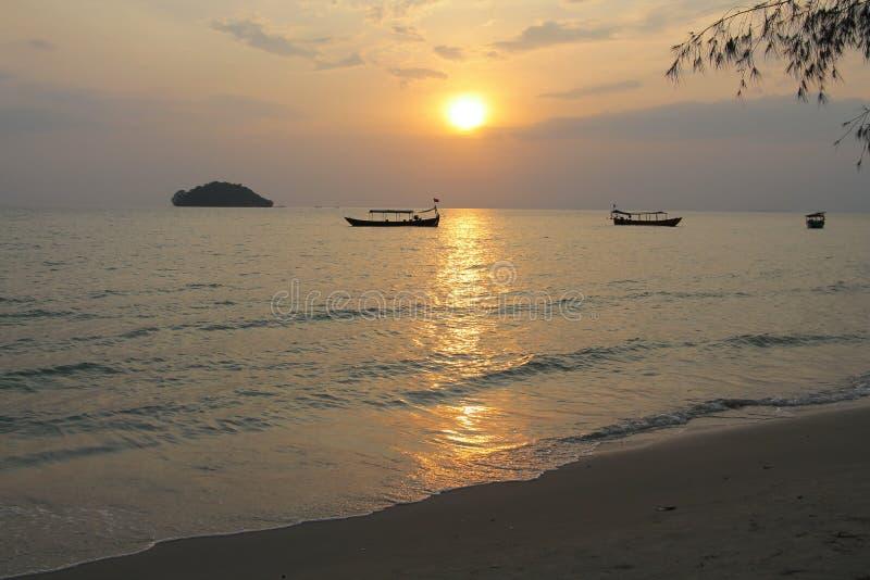 Coucher du soleil Vacances au Cambodge belle vue de la plage Monde impressionnant de voyage Repos d'été image libre de droits