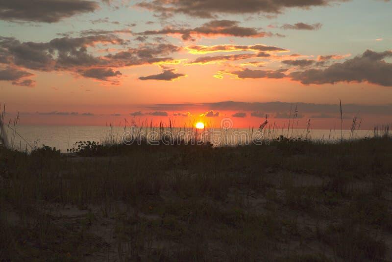 Coucher du soleil vif à l'île de paume la Floride photographie stock