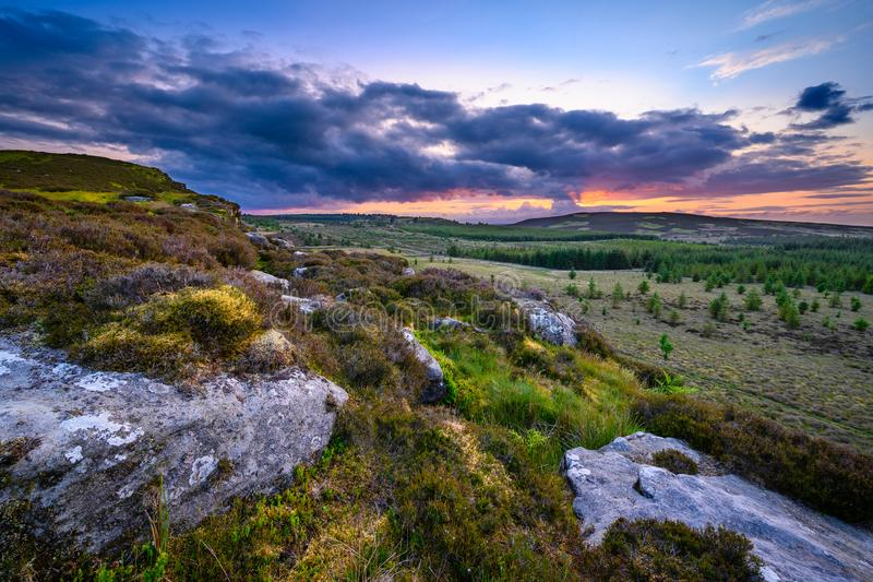 Coucher du soleil vu à partir du dessus du grand rocher de Wanney photographie stock libre de droits