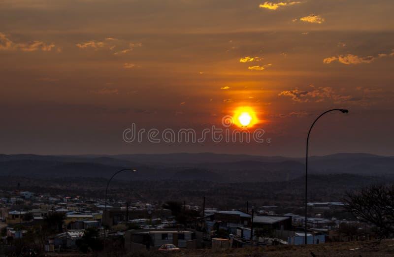 Couchers du soleil namibiens images stock