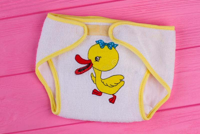Couches-culottes de coton de bébé étroitement  photographie stock