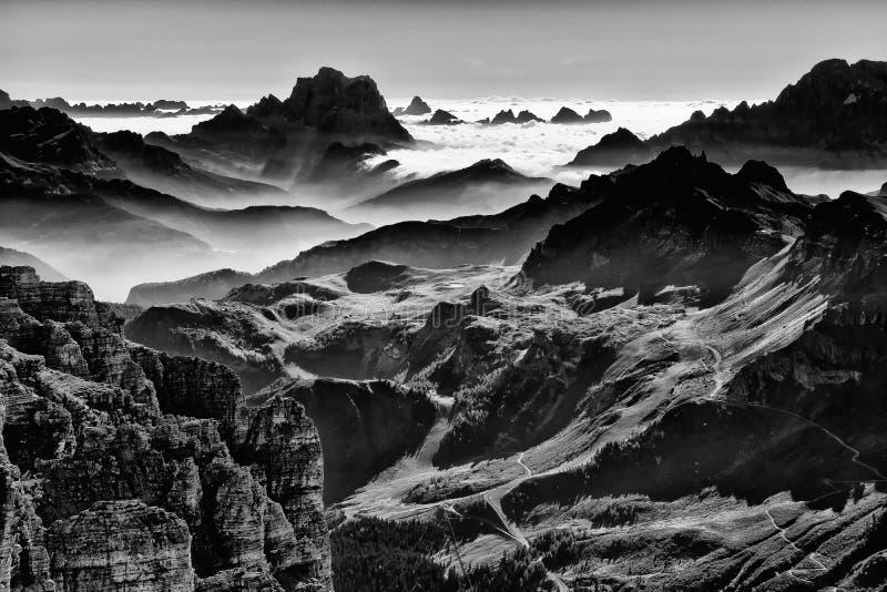 Couches de culot Pordoi, Italie de dolomites images libres de droits