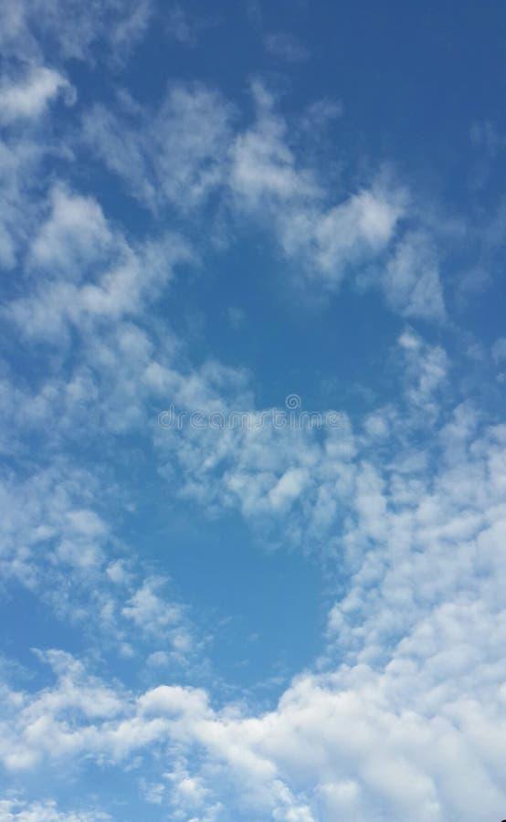 Download Couds и небо стоковое фото. изображение насчитывающей формы - 81802430