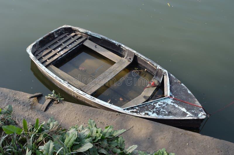 Coulage de bateau à rames photos stock