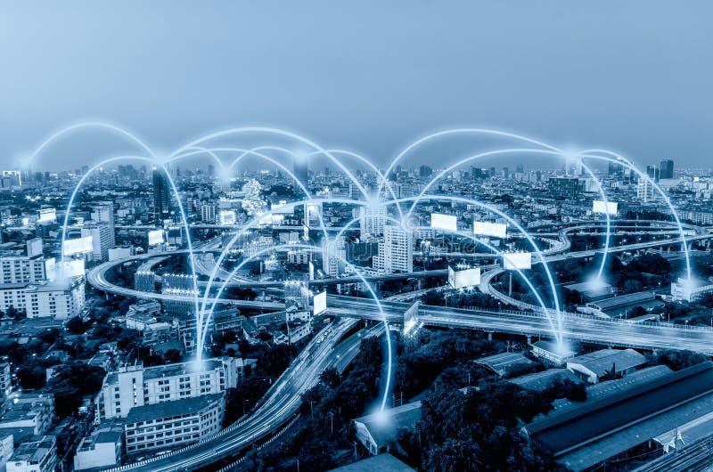 Couleur bleue de ville avec des graphiques de connexion photographie stock libre de droits