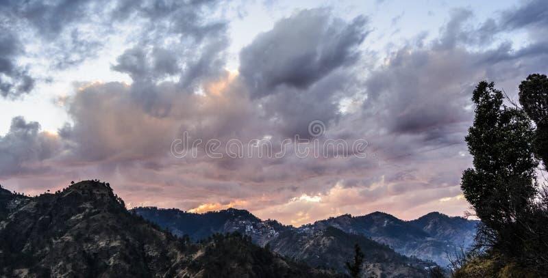 Couleur changeante du ciel au crépuscule photographie stock