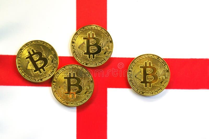 Couleur d'or de Bitcoin sur le drapeau de l'Angleterre photo stock