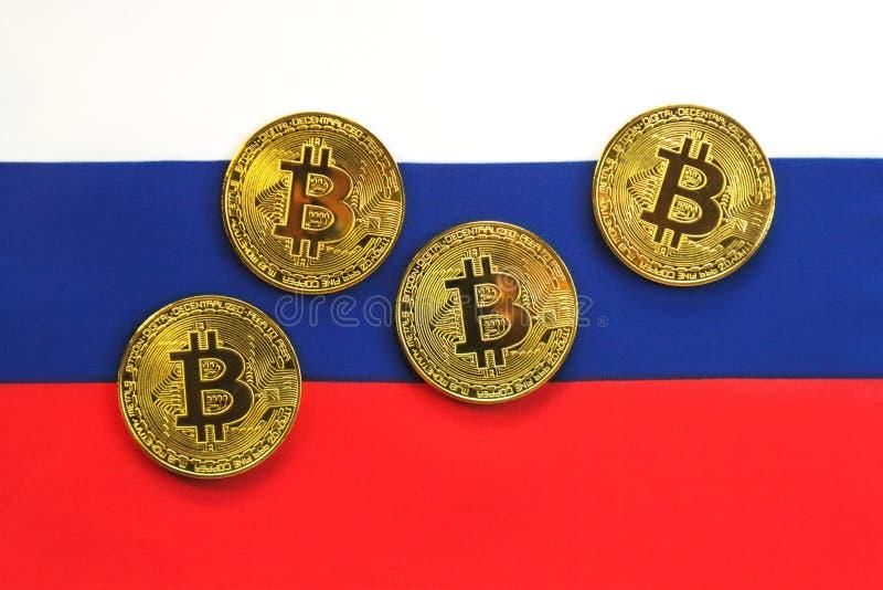 Couleur d'or de Bitcoin sur le drapeau de la Russie photo libre de droits