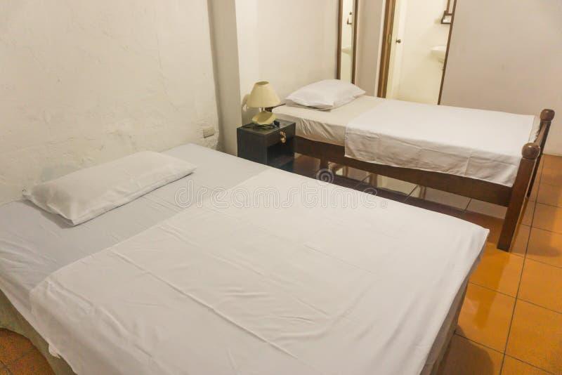 Couleur de blanc de chambre d'hôtel image libre de droits