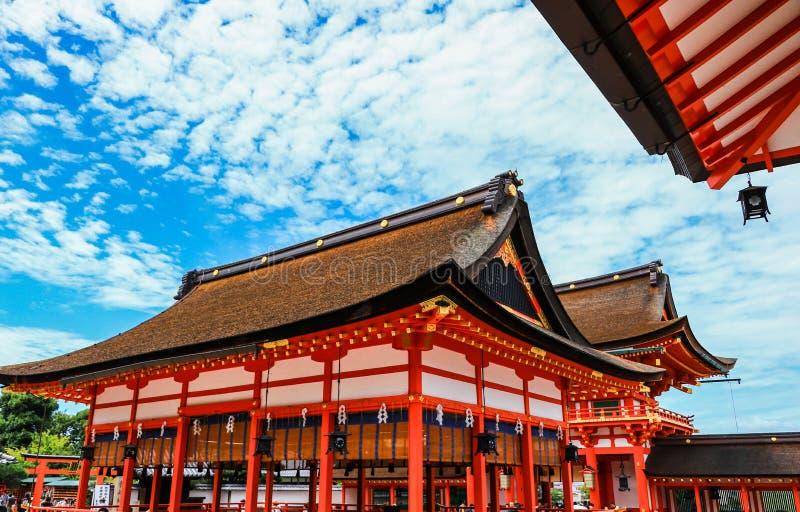 Couleur de ciel de tombeau de Fushimi Inari photographie stock libre de droits
