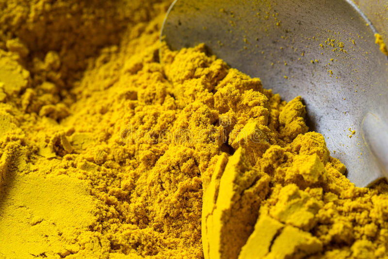couleur du safran en poudre