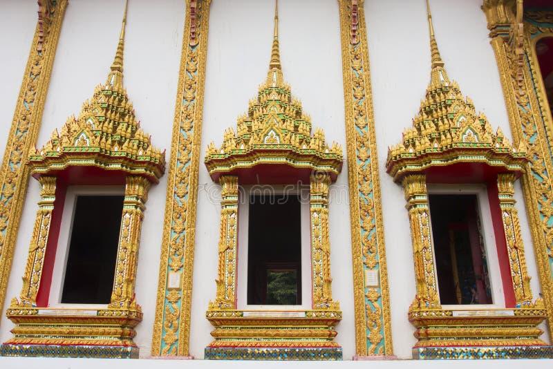 Couleur thaïlandaise d'or de trois fenêtres de temple photo libre de droits