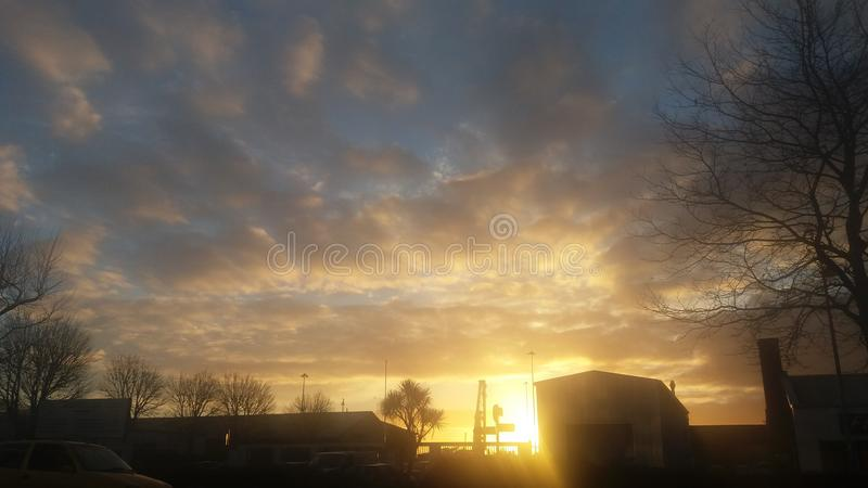 Couleurs chaudes de coucher du soleil photographie stock libre de droits