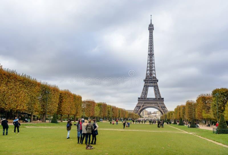 Couleurs d'automne de Paris de Tour Eiffel photographie stock