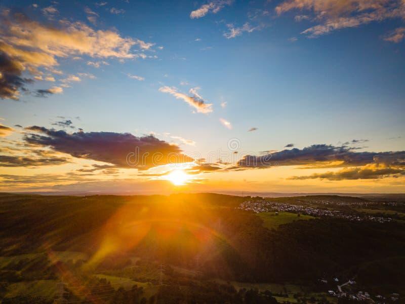 Couleurs de coucher du soleil de l'Allemagne de nature de bourdon images stock