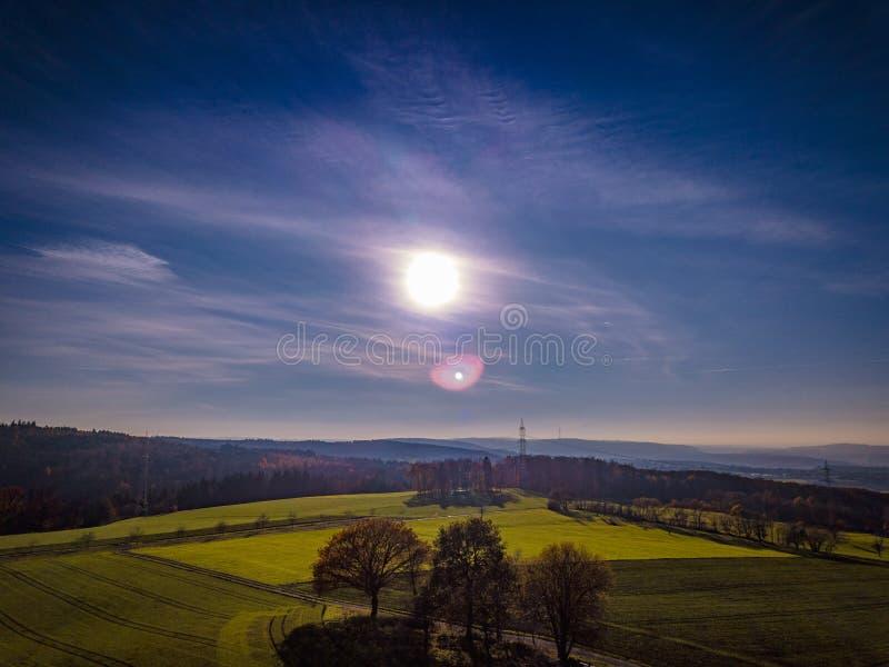 Couleurs de coucher du soleil de l'Allemagne de nature de bourdon image stock