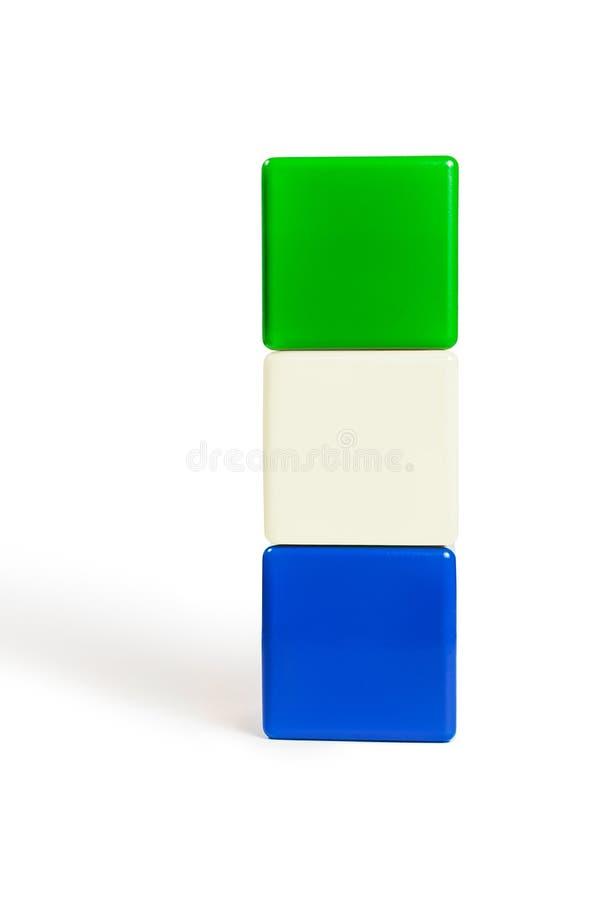 Couleurs de drapeau de Sierra Leone : vert, blanc, bleu sous forme de cubes des enfants images stock