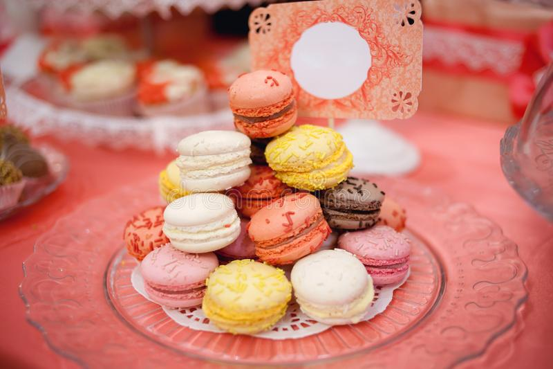 Couleurs en pastel colorées de gâteaux photographie stock