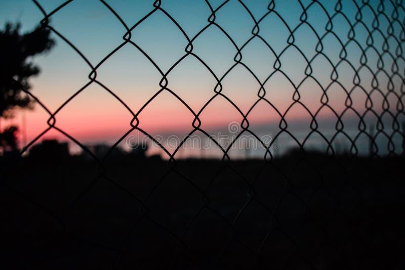 Couleurs fantaisistes du coucher du soleil Mer de clôture photos libres de droits