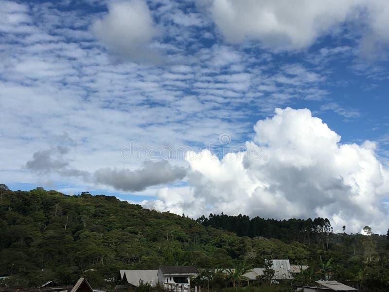 3 couleurs nuageuses photos stock