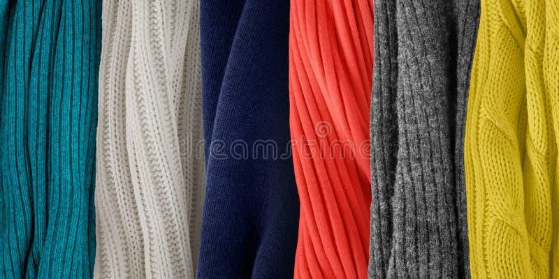 Couleurs s'assortissant pour le corail Échantillons tricotés de tissu photo libre de droits