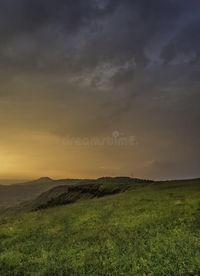 Couleurs vibrantes de coucher du soleil au plateau de Yavteshwar, Satara, maharashtra, Inde photo libre de droits