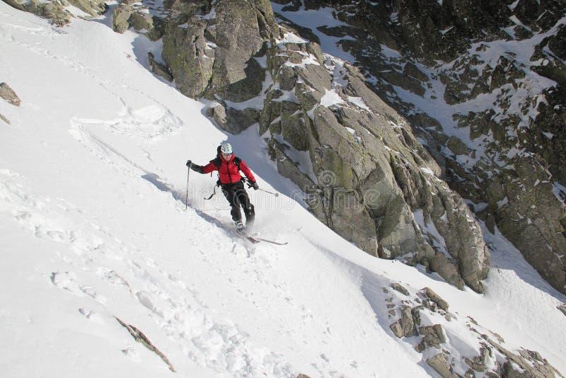couloir的滑雪者 免版税库存图片
