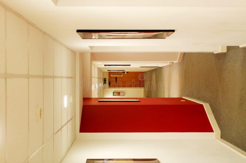 Couloir à L Intérieur De La Construction Avec Des Trappes Et