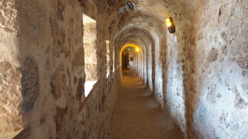 Couloir à l'intérieur du saint Michel de Cuxa France d'Abbaye image libre de droits