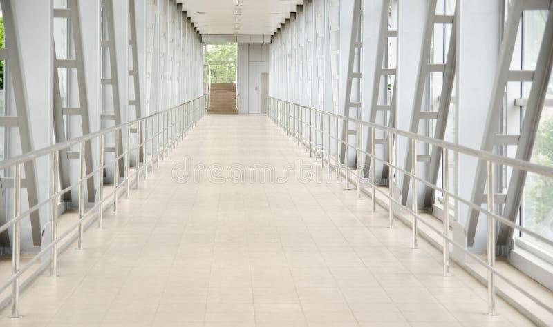 Couloir au centre moderne d'affaires photo stock