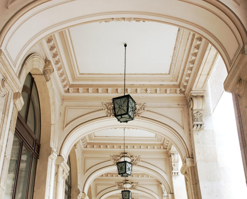 Download Couloir avec des arcades photo stock. Image du europe - 45357454