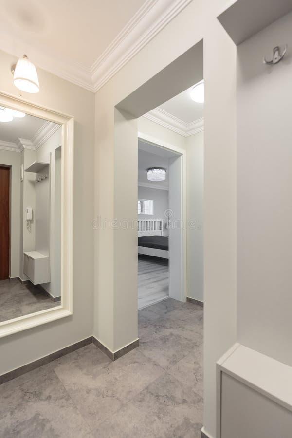 Couloir Blanc Dans L\'appartement Moderne Photo stock - Image du ...