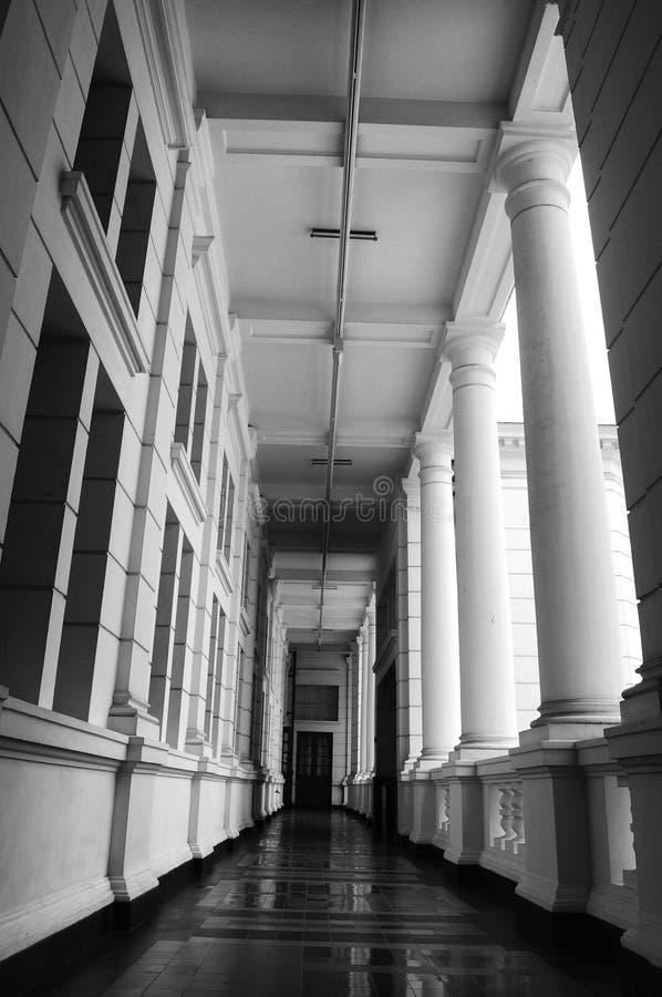 Couloir d'un bâtiment photographie stock libre de droits