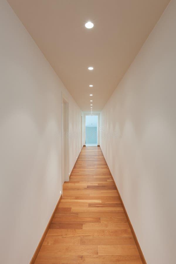 Couloir d'un bâtiment moderne photos stock