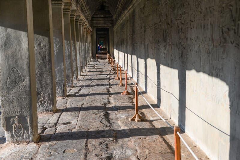 Couloir dans Angkor Wat images stock
