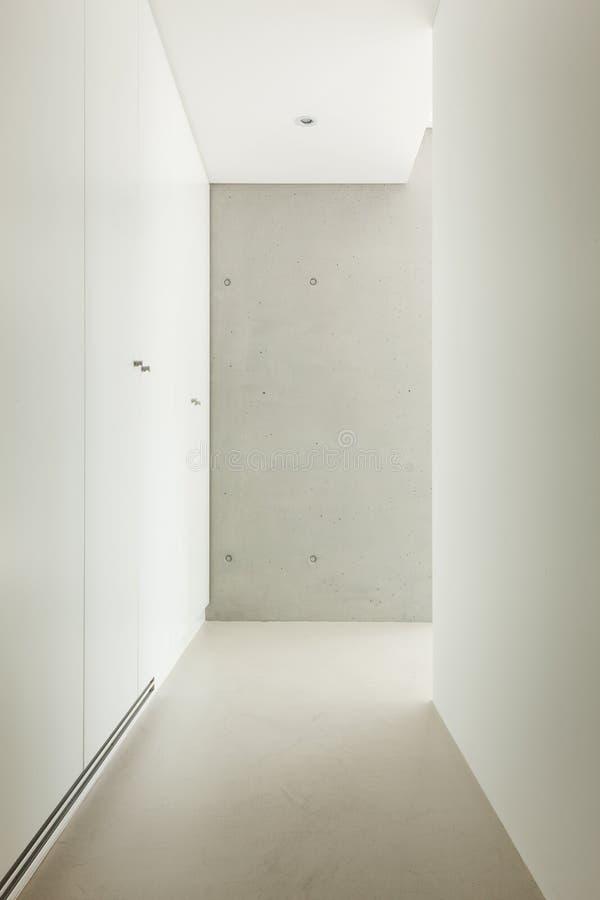 couloir de maison moderne photo stock image du couloir 43136312. Black Bedroom Furniture Sets. Home Design Ideas