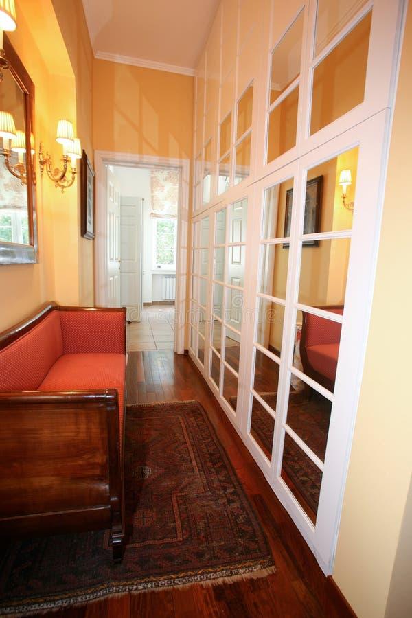 couloir de miroir image stock image du r sidence luxueux 11289427. Black Bedroom Furniture Sets. Home Design Ideas