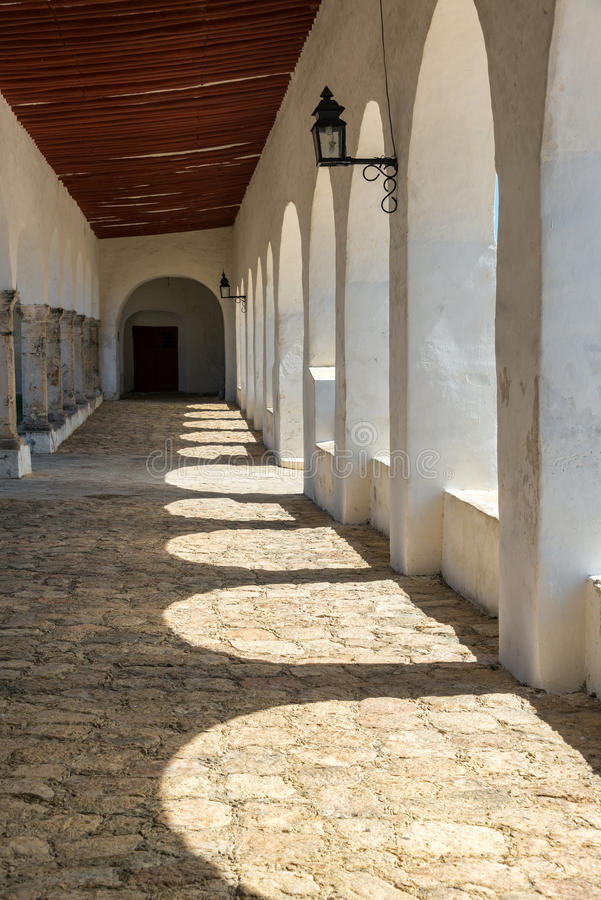 Couloir de monastère d'Izamal images libres de droits