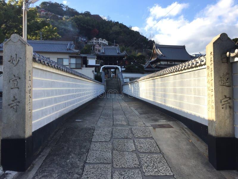 Couloir de temple dans la ville d'Onomichi d'Hiroshima images libres de droits