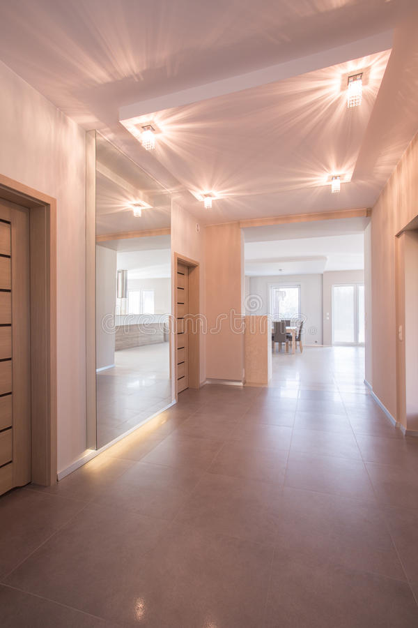 Couloir En Appartement Moderne Image stock - Image: 52630183