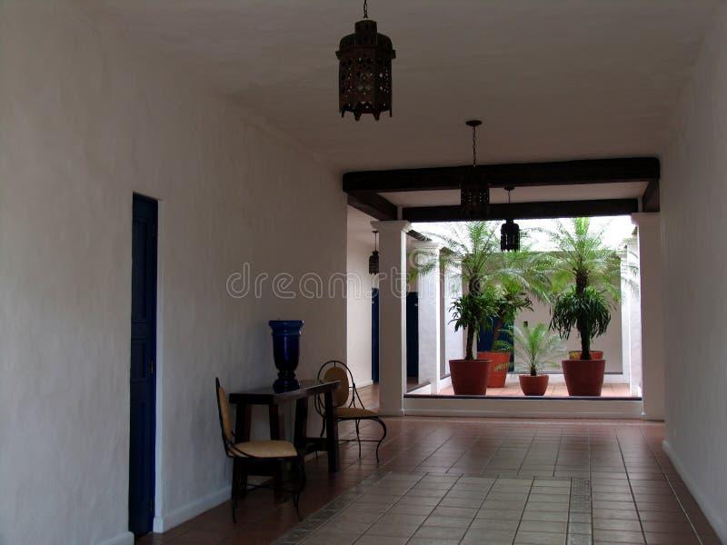Couloir et patio photo libre de droits
