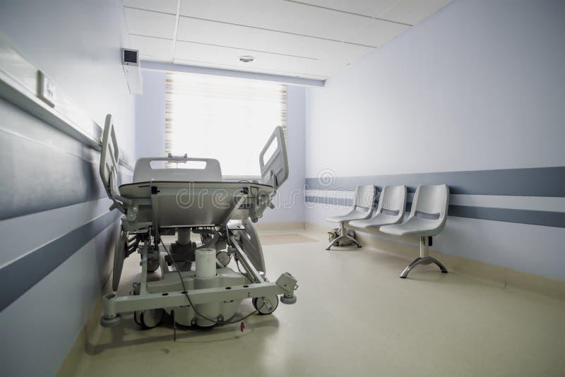 Couloir léger d'un hôpital moderne photos libres de droits