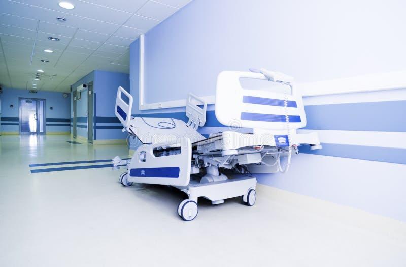 Couloir léger d'un hôpital moderne images libres de droits