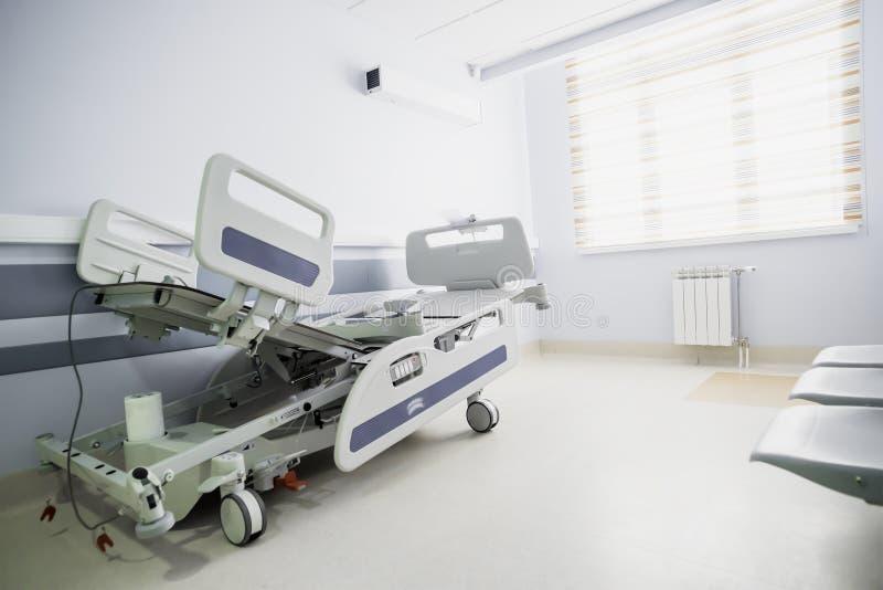 Couloir léger d'un hôpital moderne photographie stock libre de droits