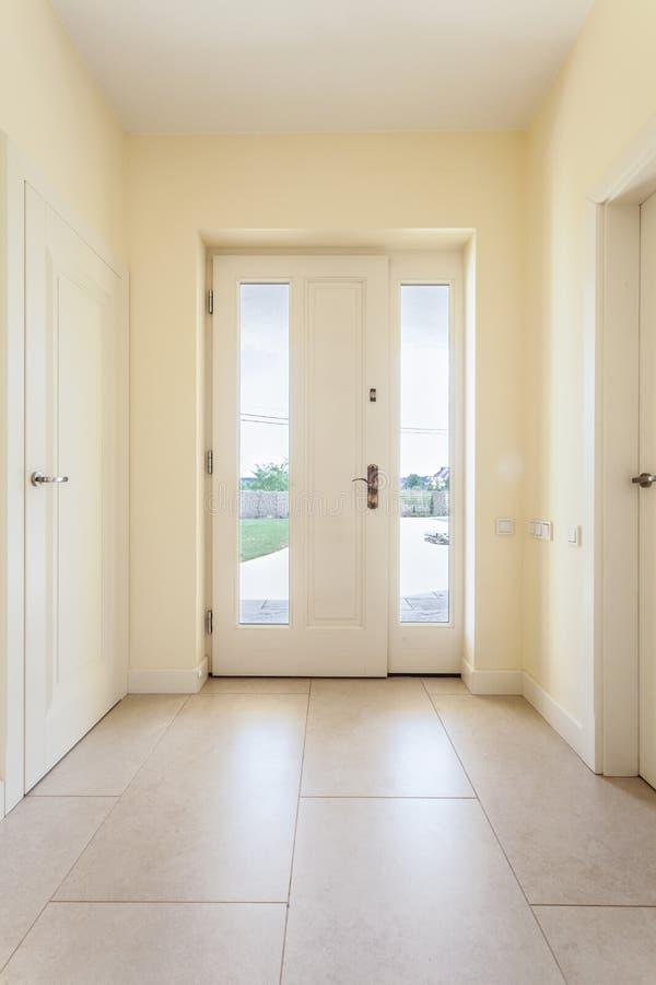 Couloir Lumineux Dans La Maison Moderne Photo stock - Image: 44412786